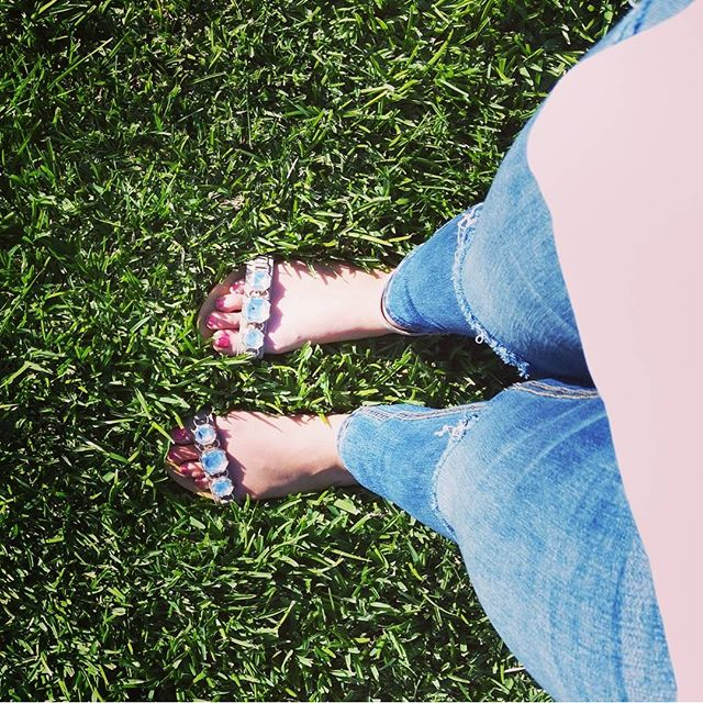 Green grass, freshly painted toes, & sandals on a sunny day…a great way to end a 3 day weekend