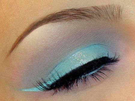 teal cat eye makeup