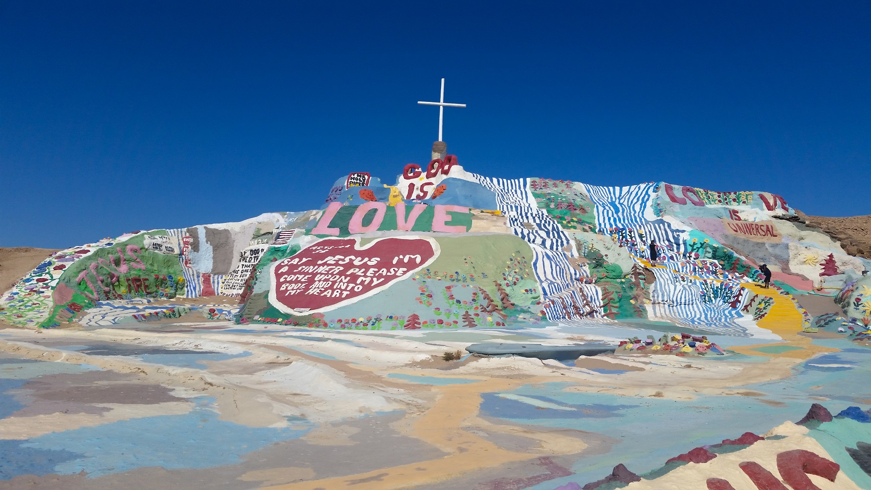 4-salvation-mountain-close-up