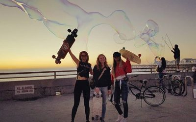 Beach sunsets, bubbles, good vibes & good company, what more can a gal ask for!🤗 props to Bubbleman, the real MVP.  #bubbles #bubbleman #sandiego #sunset #sk8 #whateverskateboards #babesnboards (@CatEyesAndCandy on IG)